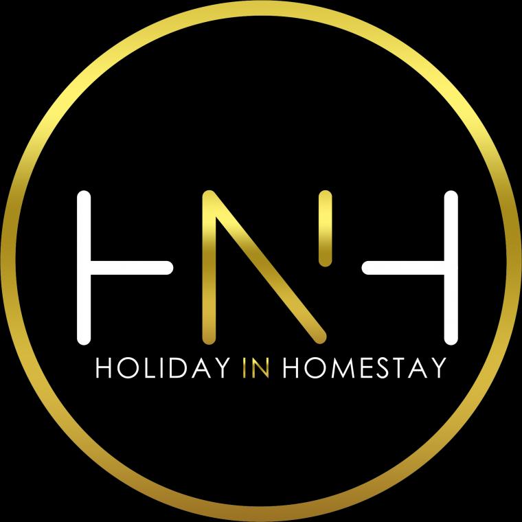 HolidayInHomeStay Logo