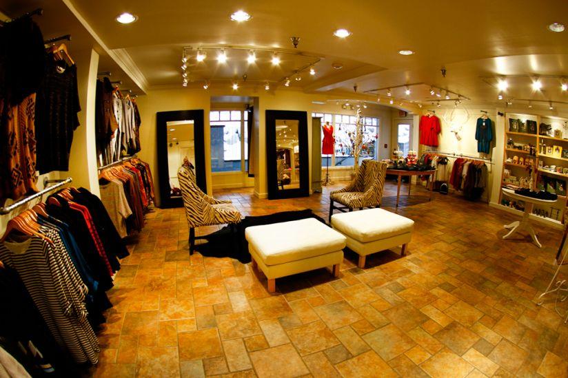 Krissys Boutique Closet Logo