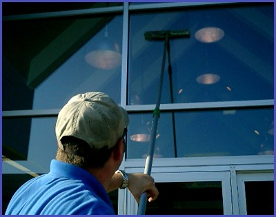 Howards Window Cleaning LLC Logo